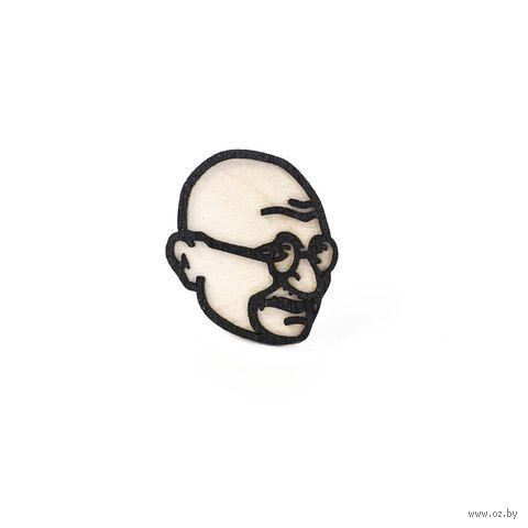 "Значок деревянный ""Махатма Ганди"" — фото, картинка"