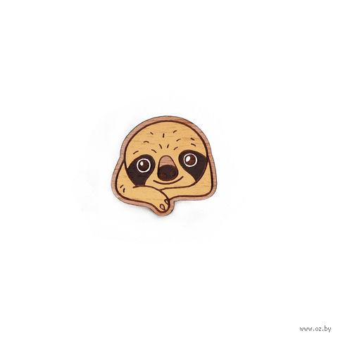 """Значок деревянный """"Малыш ленивец"""" — фото, картинка"""