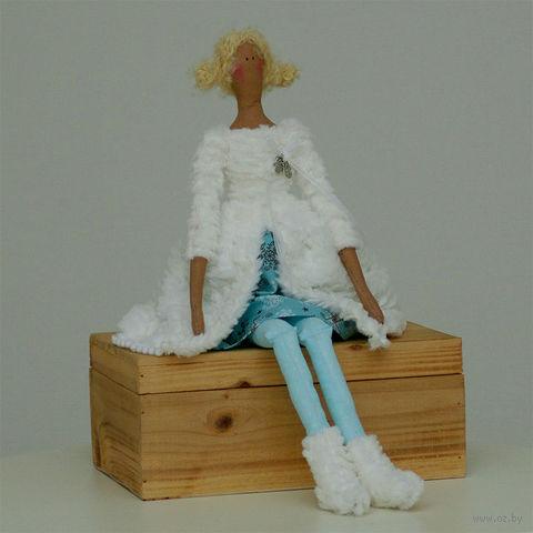 """Кукла ручной работы """"Девушка"""" (в белой шубке)"""