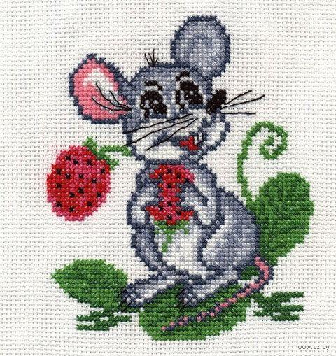 """Вышивка крестом """"Мышка с земляникой"""" (110x135 мм) — фото, картинка"""