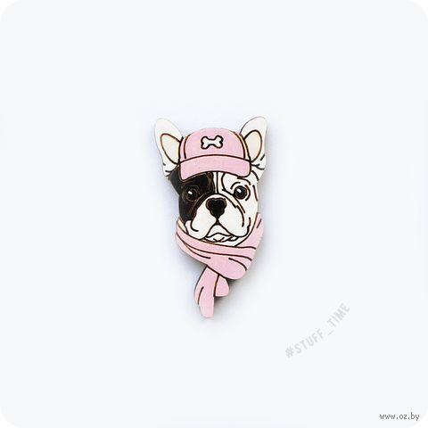 """Значок деревянный """"Французский бульдог в кепке"""" (розовый; арт. 240) — фото, картинка"""